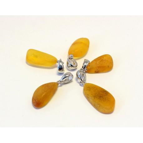 5 items Amber pendants AP107